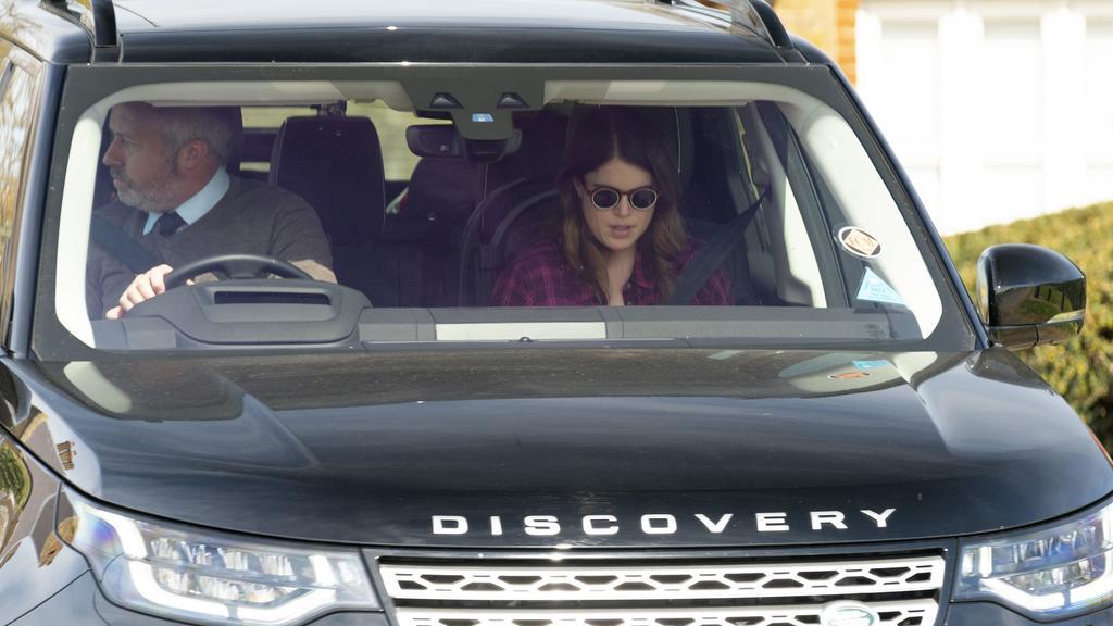 Prinzessin Eugenie verlässt am Tag nach der Trauerfeier für Prinz Philip Windsor Castle.