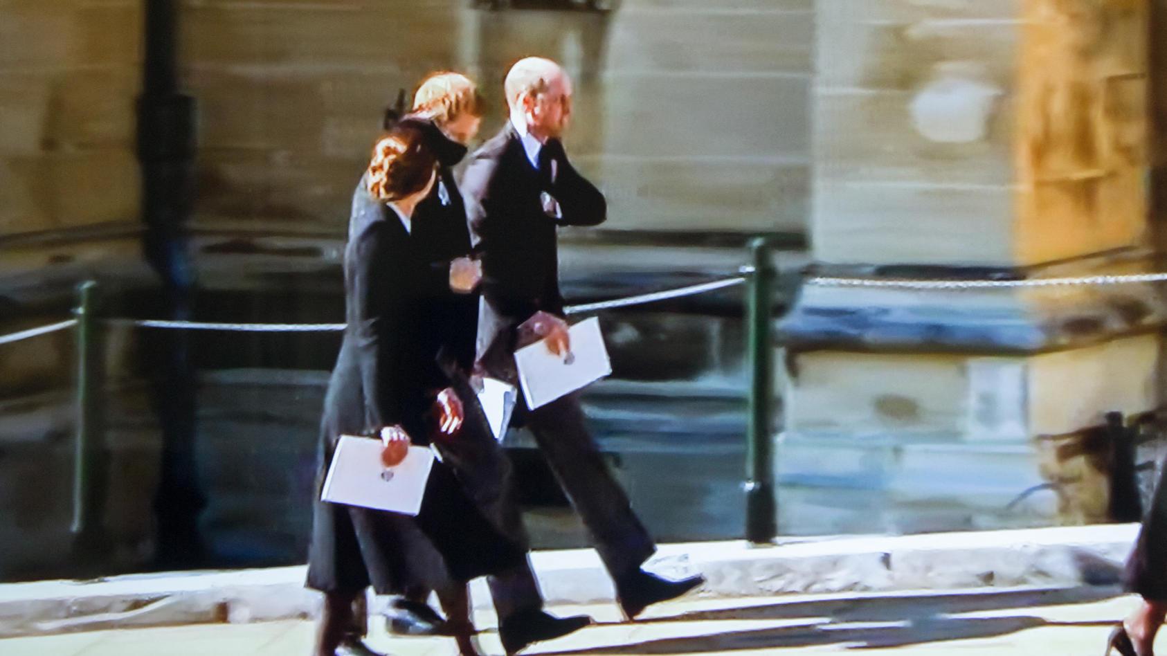 Herzogin Kate, Prinz Harry und Prinz William nach dem Trauergottesdienst für den verstorbenen Prinz Philip - hier sprechen die Brüder wieder miteinander
