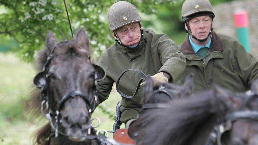 Prinz Philip als Vierspänner-Fahrer bei einem Wettbewerb.
