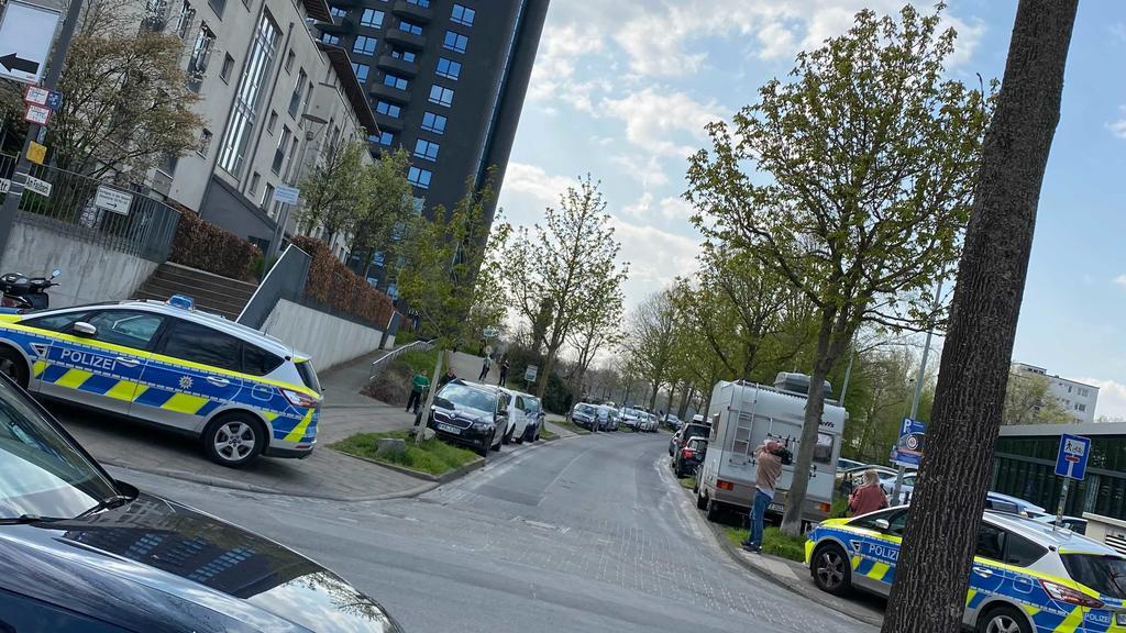 Polizeiwagen am Einsatzort in Köln
