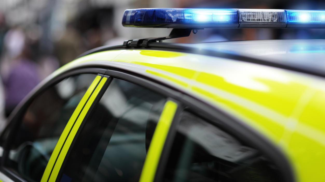 In England haben zwei Beamte 20 Minuten lang im Streifenwagen rumgeknutscht (Symbolbild).
