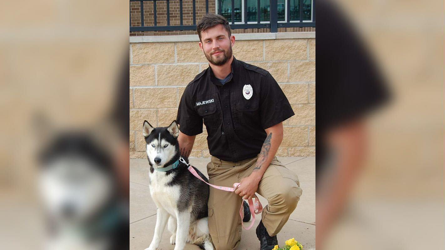 """Es ist dieses Foto von Husky-Dame Sky und Tierpfleger Zackry Majewski vom Tierheim """"City of Wichita Falls Animal Services"""", das so einige Herzen hat höher schlagen lassen."""