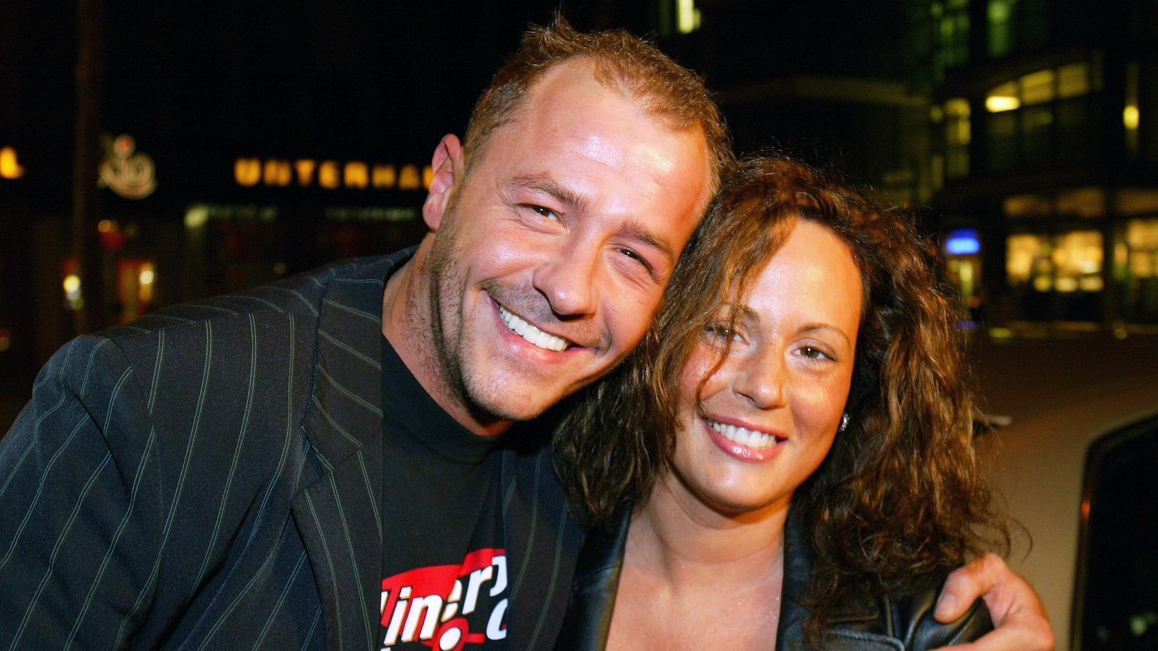 """Ein Foto aus gemeinsamen Zeiten: Schauspieler Willi Herren 2004 in der Discothek """"Nachtflug"""" in Köln mit seiner damaligen Lebensgefährtin Mirella."""