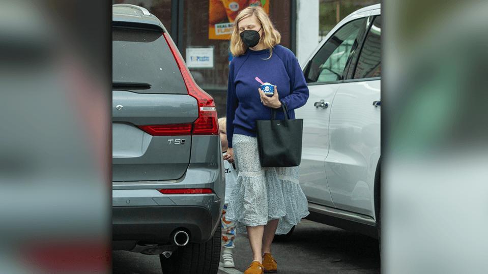 Kirsten Dunst mit Sohn Ennis in L.A. unterwegs.