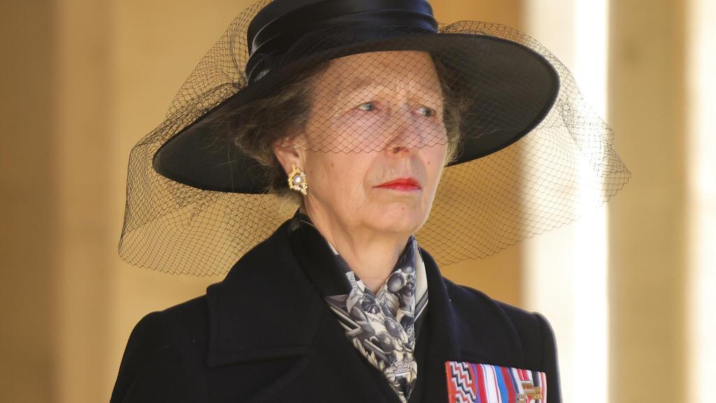 17.04.2021, Großbritannien, Windsor: Prinzessin Anne zu Beginn des Trauermarsches für ihren Vater. Die Trauerfeier und Beisetzung von Queen-Ehemann Prinz Philip, Herzog von Edinburg, finden auf Schloss Windsor statt. Prinz Philip war am 9. April im A