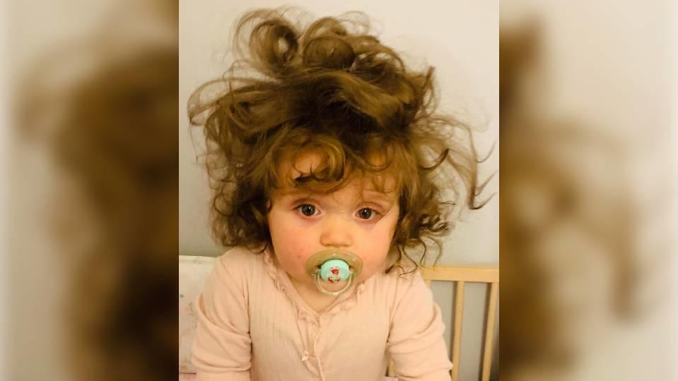 Lottie Batchelor aus England ist erst ein Jahr alt - ihre Lockenpracht lässt allerdings anderes vermuten