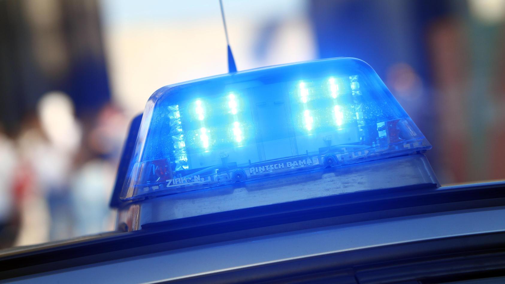 Einsatzwagen der Polizei bei einem Einsatz in der Innenstadt von Köln, Nordrhein Westfalen, Deutschland