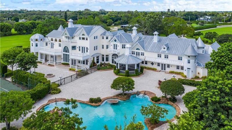 In dieser heftigen Villa in Southwest Florida wollte das Paar ihre Traumhochzeit ausrichten. Der Eigentümer wusste davon nichts.