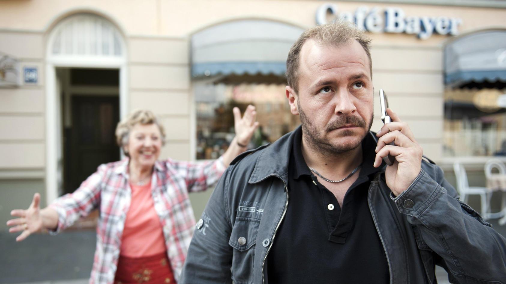 """Willi Herren in einer Szene der """"Lindenstraße"""" - von 1992 bis 2007 war er fester Teil des Casts."""