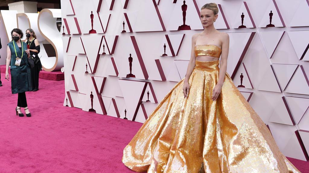 Schauspielerin Carey Mulligan (35) geht beim Gold-Trend voll mit.