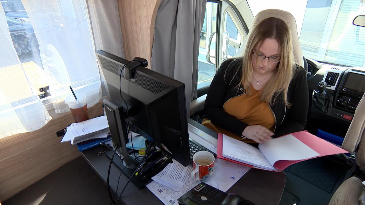 home-office-im-wohnmobil-dortmunder-anwalt-stellt-arbeitsplatze
