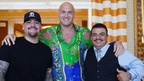 Andy Ruiz (l.) an der Seite von Box-Weltmeister Tyson Fury