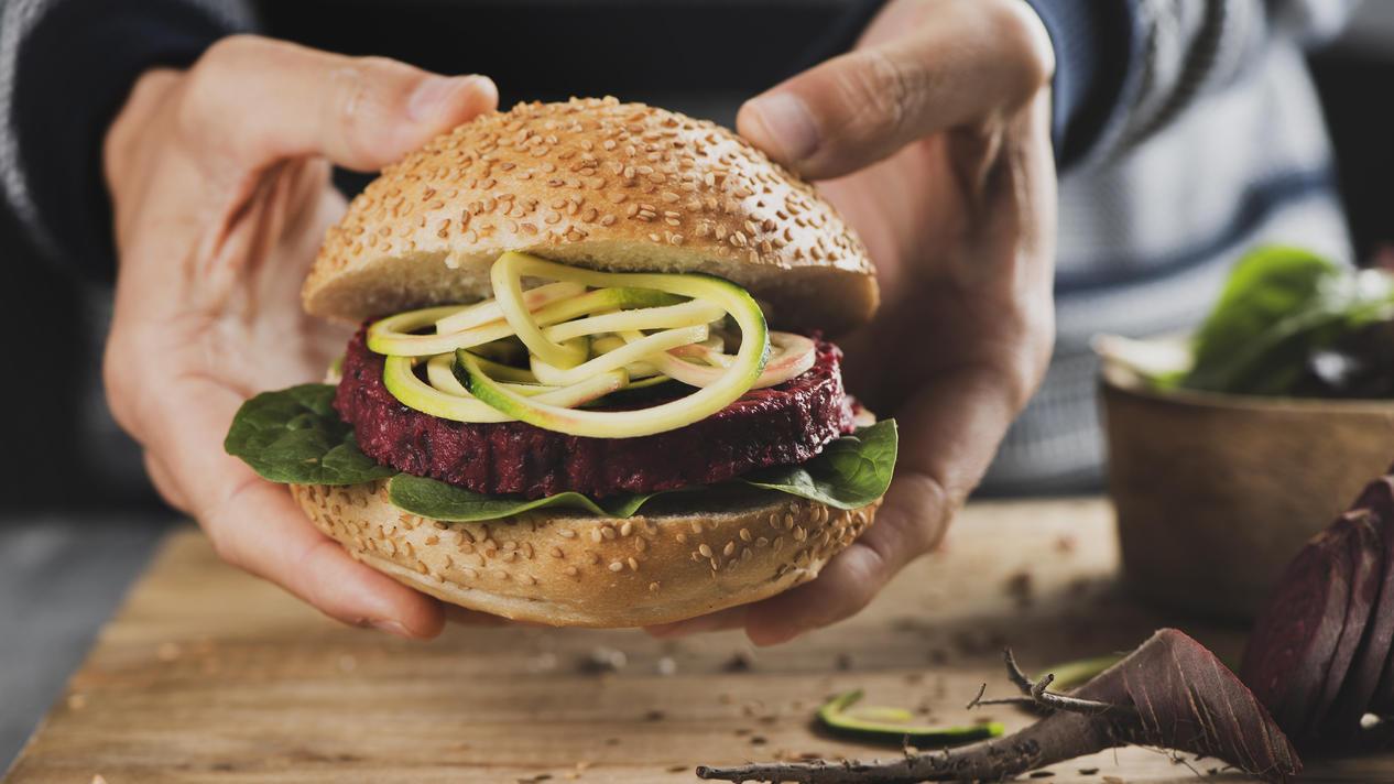 """Die Hälfte der 18 getesteten Veggie-Burger bekam mindestens die Note """"gut""""."""
