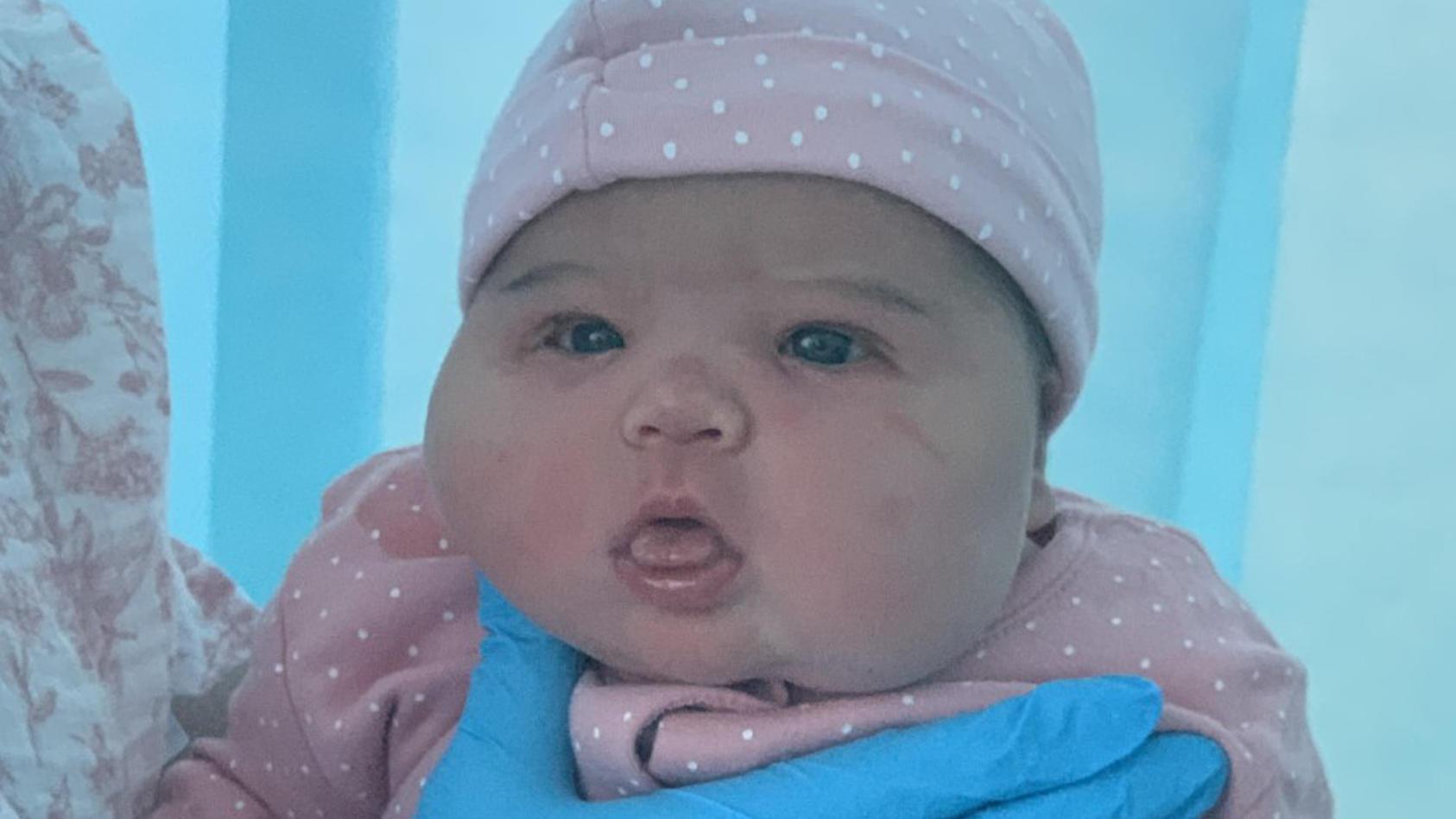 """""""Herzlichen Glückwunsch, Sie haben ein Kleinkind bekommen"""", beglückwünschte das Krankenhauspersonal Amber nach der Geburt ihrer 6 Kilo schweren Tochter Emilia."""