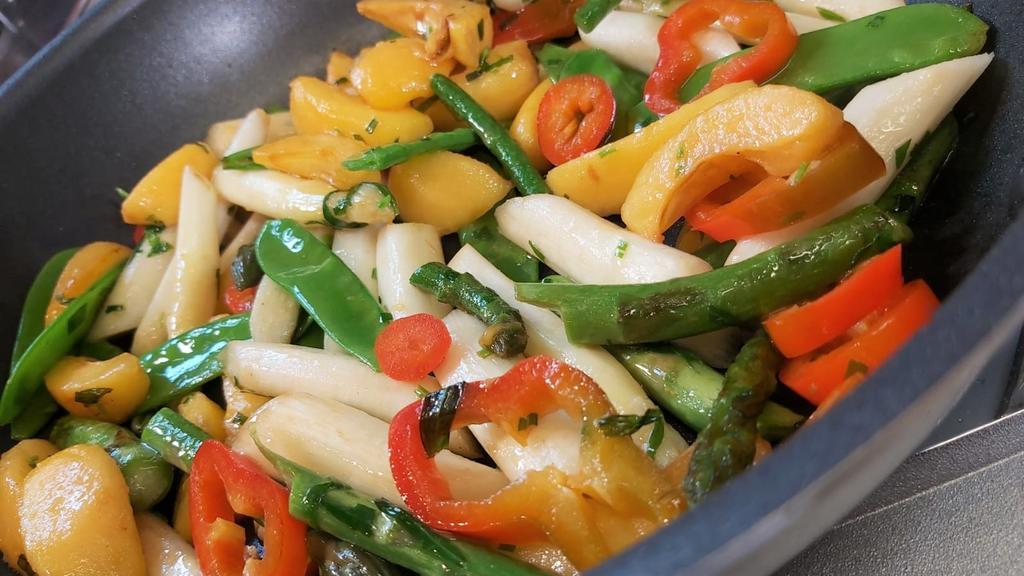 Ob grün oder weiß. Spargel ist ein leckeres Saisongemüse und dabei auch noch super vielfältig.