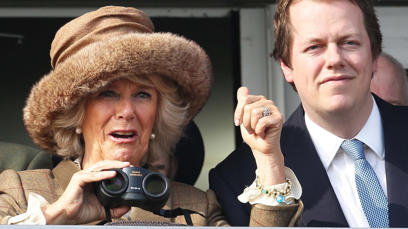 """Tom Parker-Bowles hat über den zukünftigen Titel seiner Mutter Camilla gesprochen. Redet er sie eines Tages mit """"Königin"""" an?"""