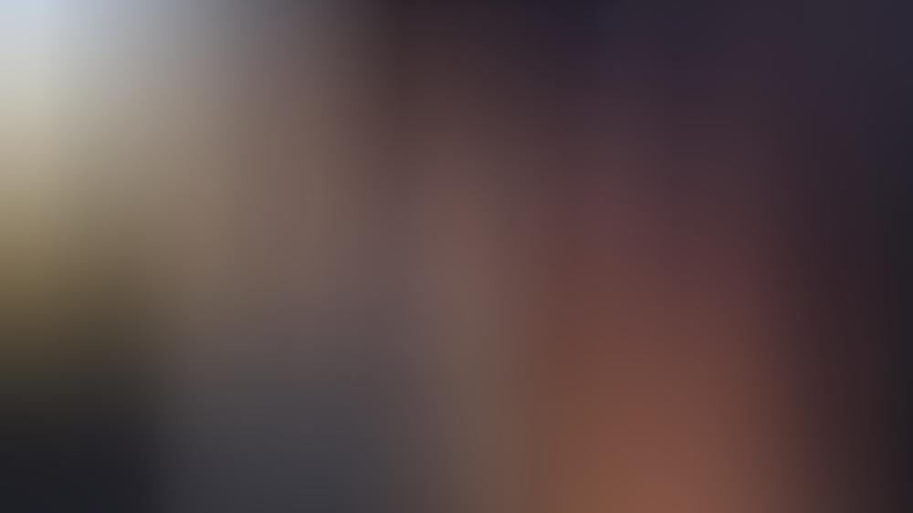 """Damals waren sie noch """"Bennifer"""": Ben Affleck und Jennifer Lopez im Jahr 2003 - auf dem Plakat dahinter lugte aber schon Jennifer Garner hervor"""