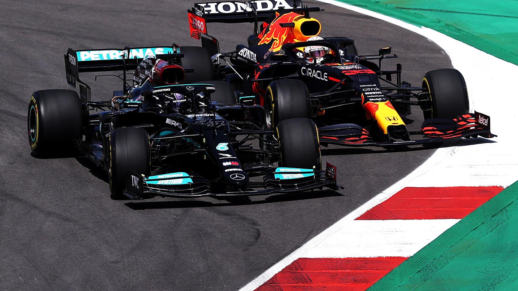 Lewis Hamilton bremste sich in Portugal an WM-Rivale Max Verstappen vorbei und gewann das Rennen an der Algarve
