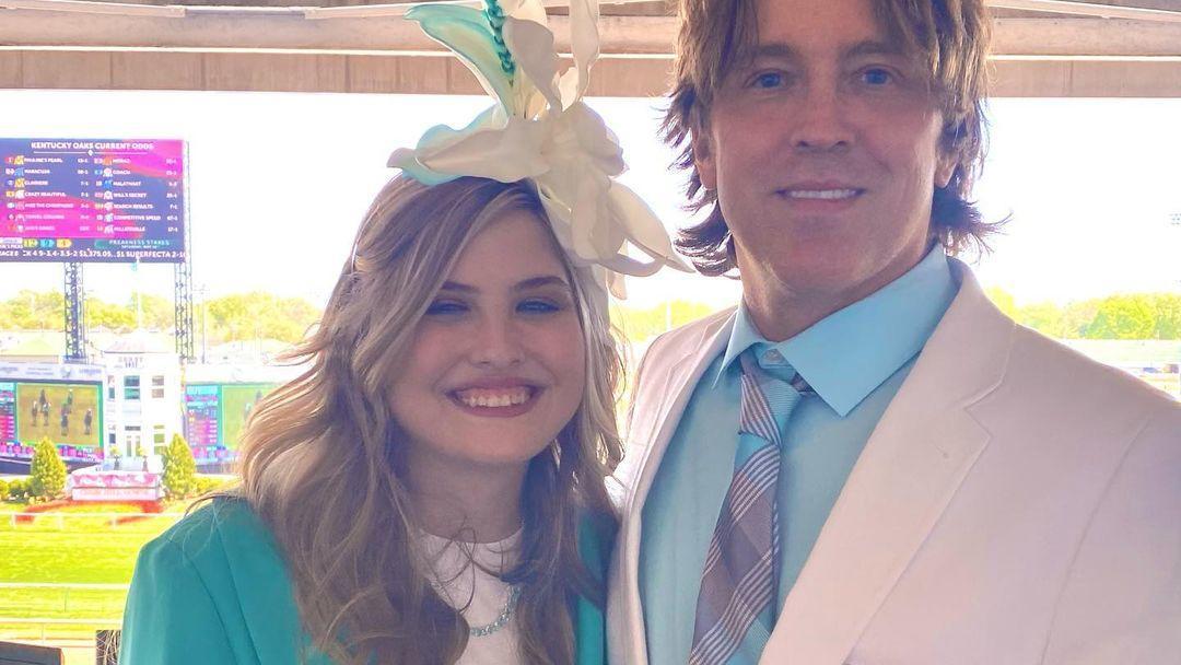 Anna Nicole Smiths Tochter Dannielynn posiert mit ihrem Papa Larry Birkhead.