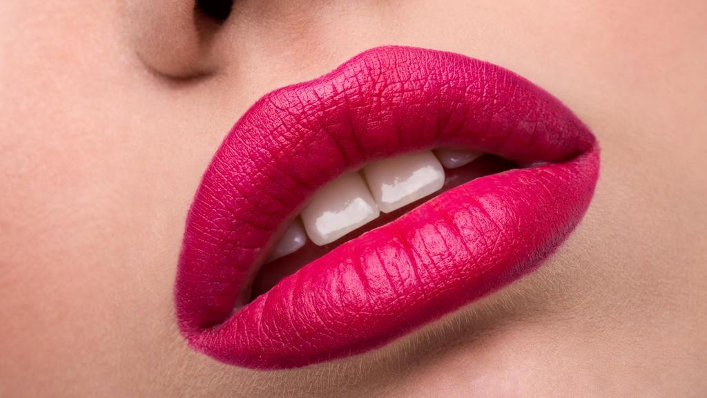 Pink ist nichts für gelbliche Zähne