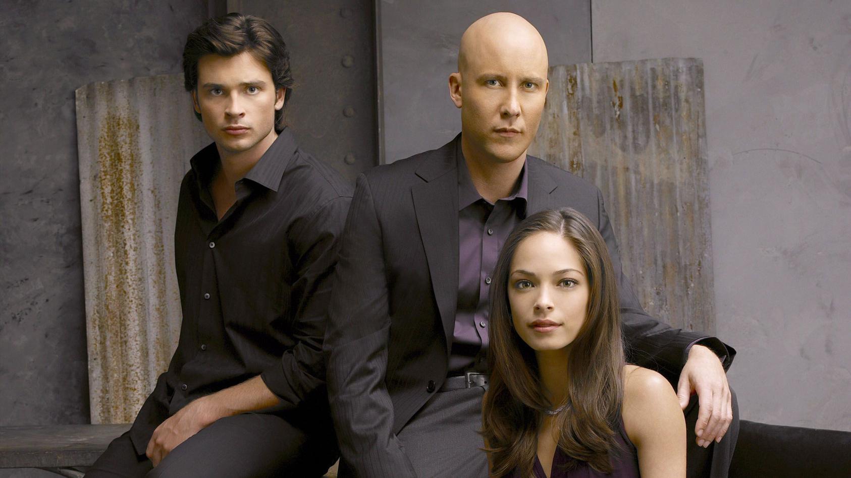 """Darsteller der Serie """"Smallville"""" v.li.: Clark Kent (Tom Welling), Lex Luthor (Michael Rosenbaum), Lana Lang (Kirstin Kreuk)."""