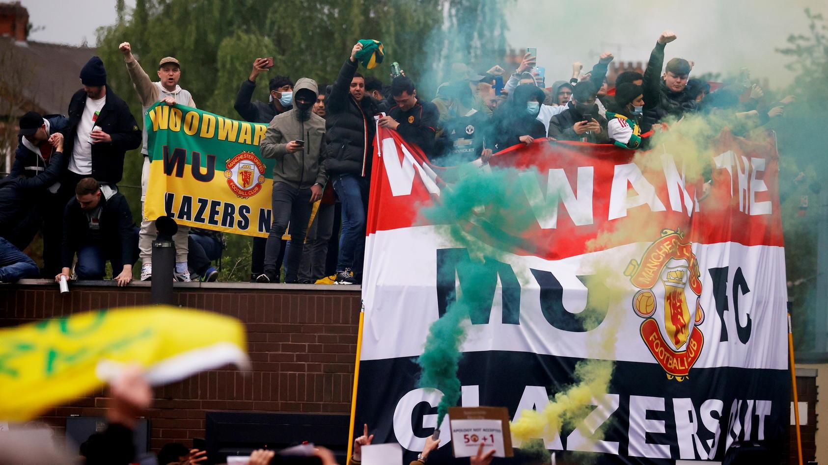 Fans von Manchester United protestierten am Sonntag vehement.