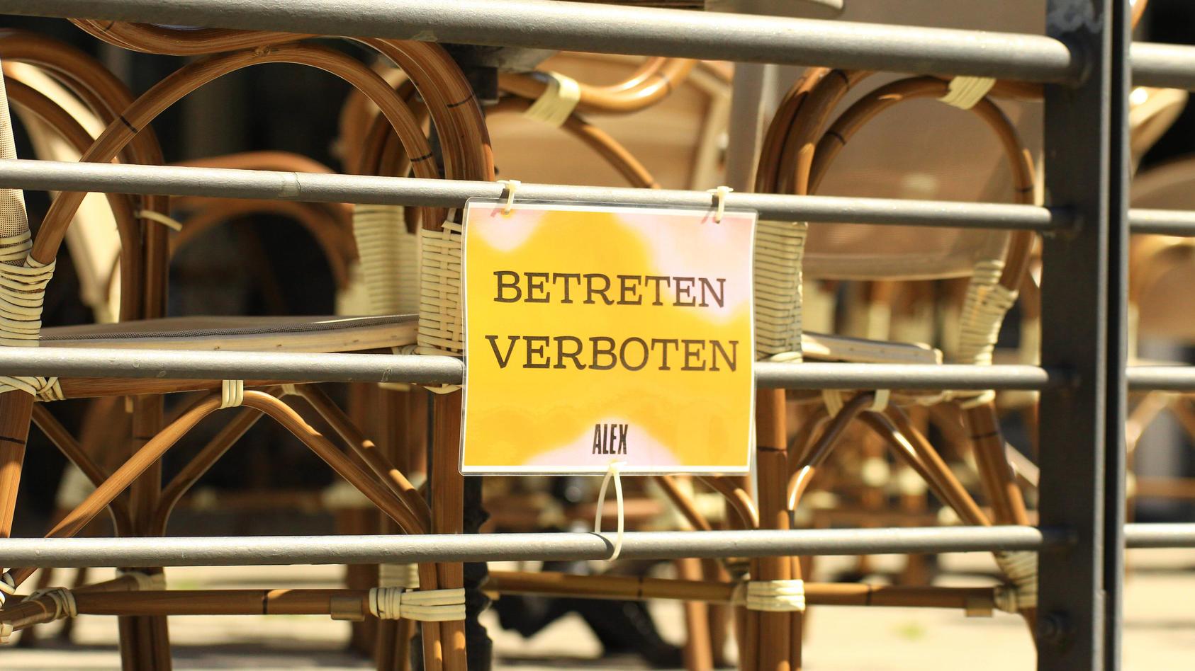 Während des Lockdowns geschlossene Gastronomie in der Hamburger Innenstadt.