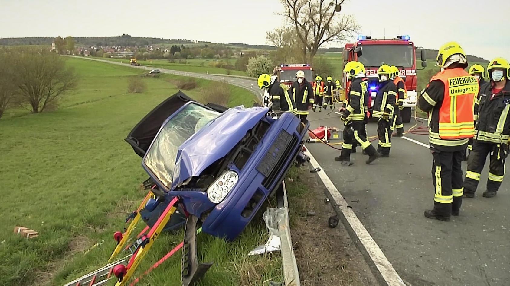 Der 37 Jahre alte Fahrer kam schwerverletzt in ein Krankenhaus.
