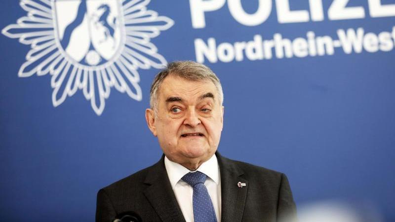 Herbert Reul (CDU), Innenminister von Nordrhein-Westfalen. Foto: Oliver Berg/dpa/Archivbild