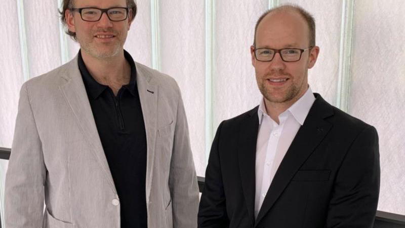 Norman Seeliger (l) und Florian Bagus schauen in die Kamera. Foto: -/DPhV/Heraeus Bildungsstiftung/dpa