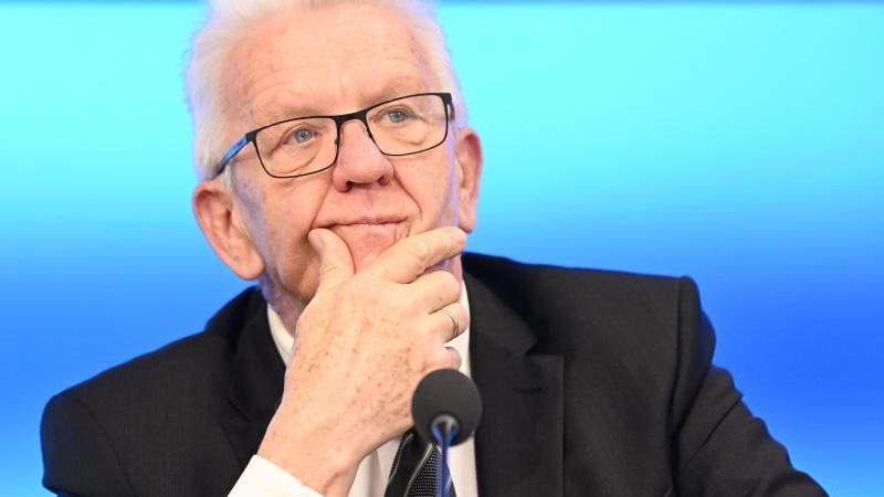 Winfried Kretschmann (Bündnis 90/Die Grünen) bei einer Regierungskonferenz. Foto: Bernd Weißbrod/dpa/Archivbild