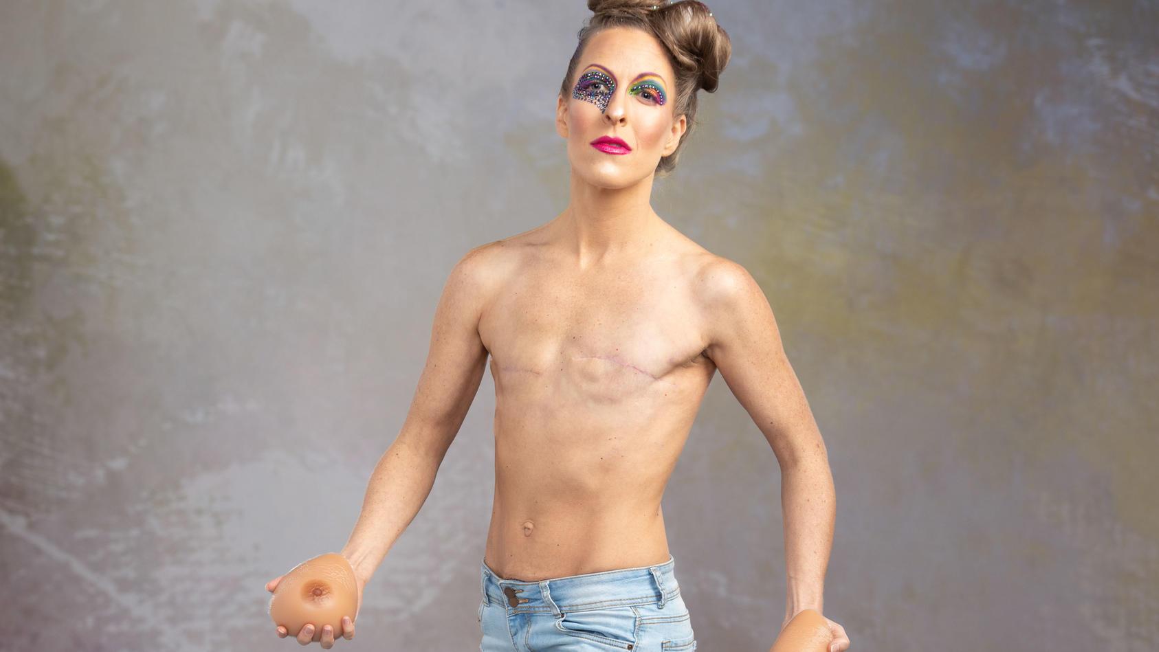 Bethany Kay Sell präsentiert stolz ihre Narben: Damit will die Brustkrebs-Überlebende anderen Frauen Mut machen.