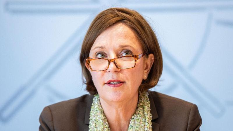 Yvonne Gebauer (FDP), Schulministerin von Nordrhein-Westfalen. Foto: Marcel Kusch/dpa