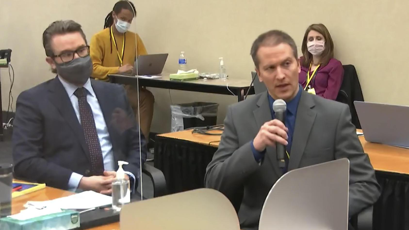 Anwalt Eric Nelson (links) und Derek Chauvin beim Prozss im Mordfall George Floyd.