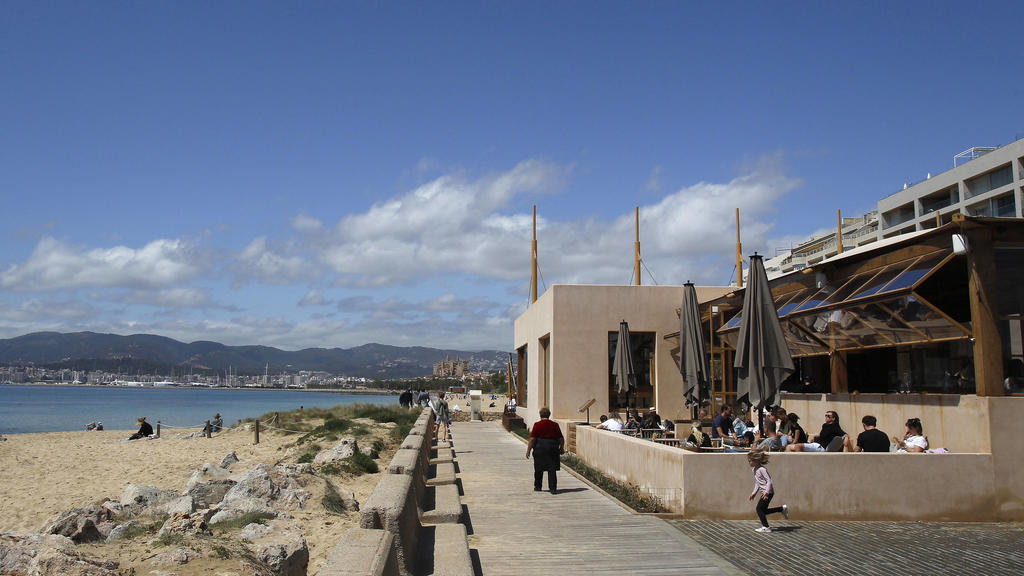 Several people on the terrace of a bar, on April 11, 2021, in Mallorca, Balearic Islands Spain. This Sunday has begun the extension of the closure of the interior of bars and restaurants in Mallorca. The measure has been extended just when the restr
