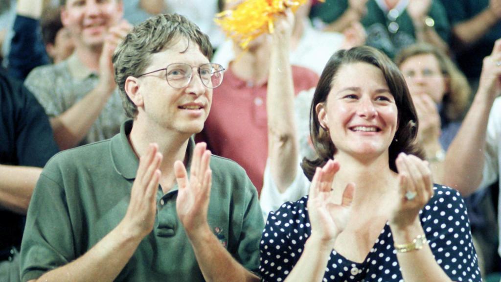 Bill Gates USA/CEO Microsoft und seine Frau Melinda anlässlich eines Basketballspiels in Seattle