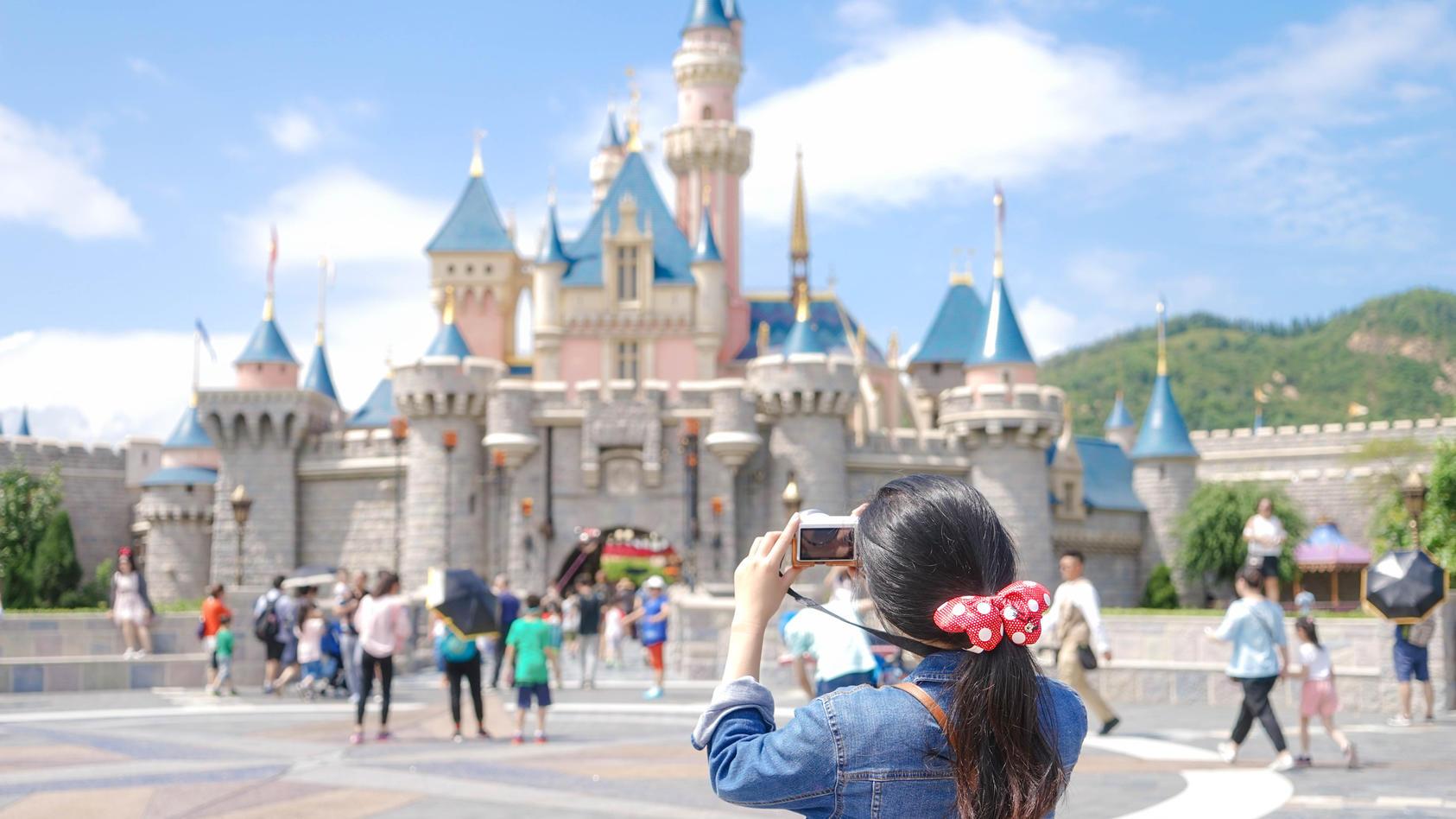 """Wenn Sie als Erwachsener immer noch Disney-Fan sind, gelten Sie wohl als """"cheugy""""."""