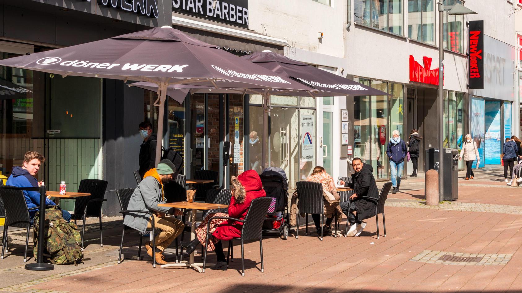 Kiel, Ostseeküste, 1: Seit dem 12.04.2021 darf die Gastronomie im Außenbereich aufmachen