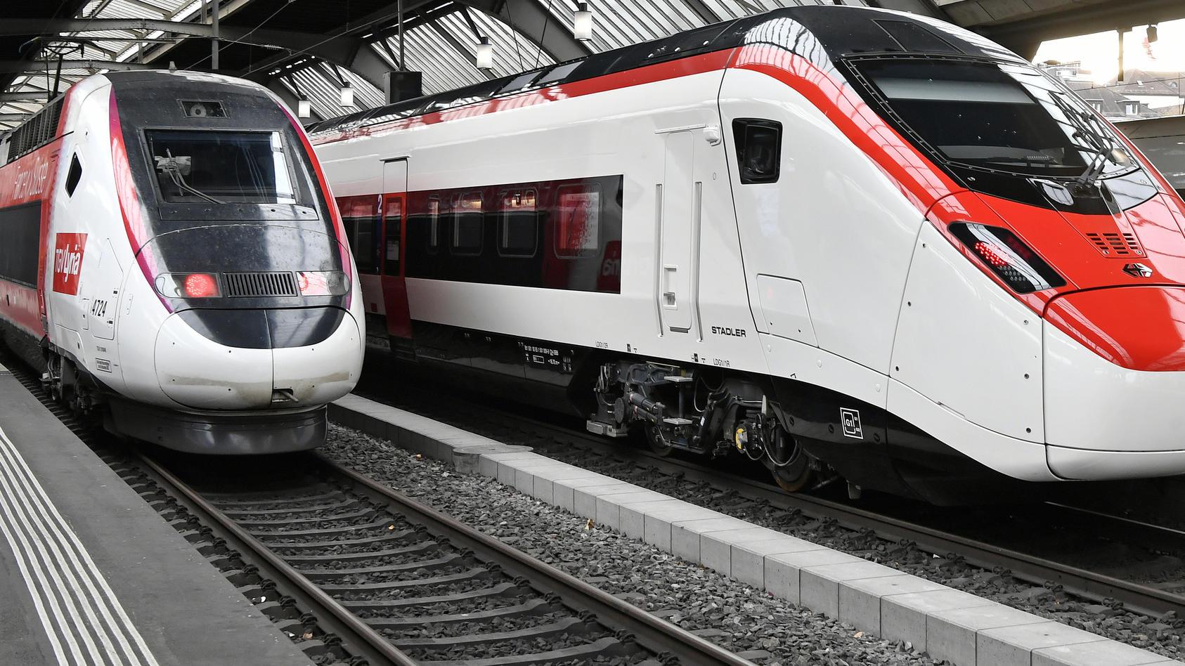 Eine Frau wurde von einem ihr unbekannten Mann vor einen fahrenden Zug geschubst. (Symbolbild)