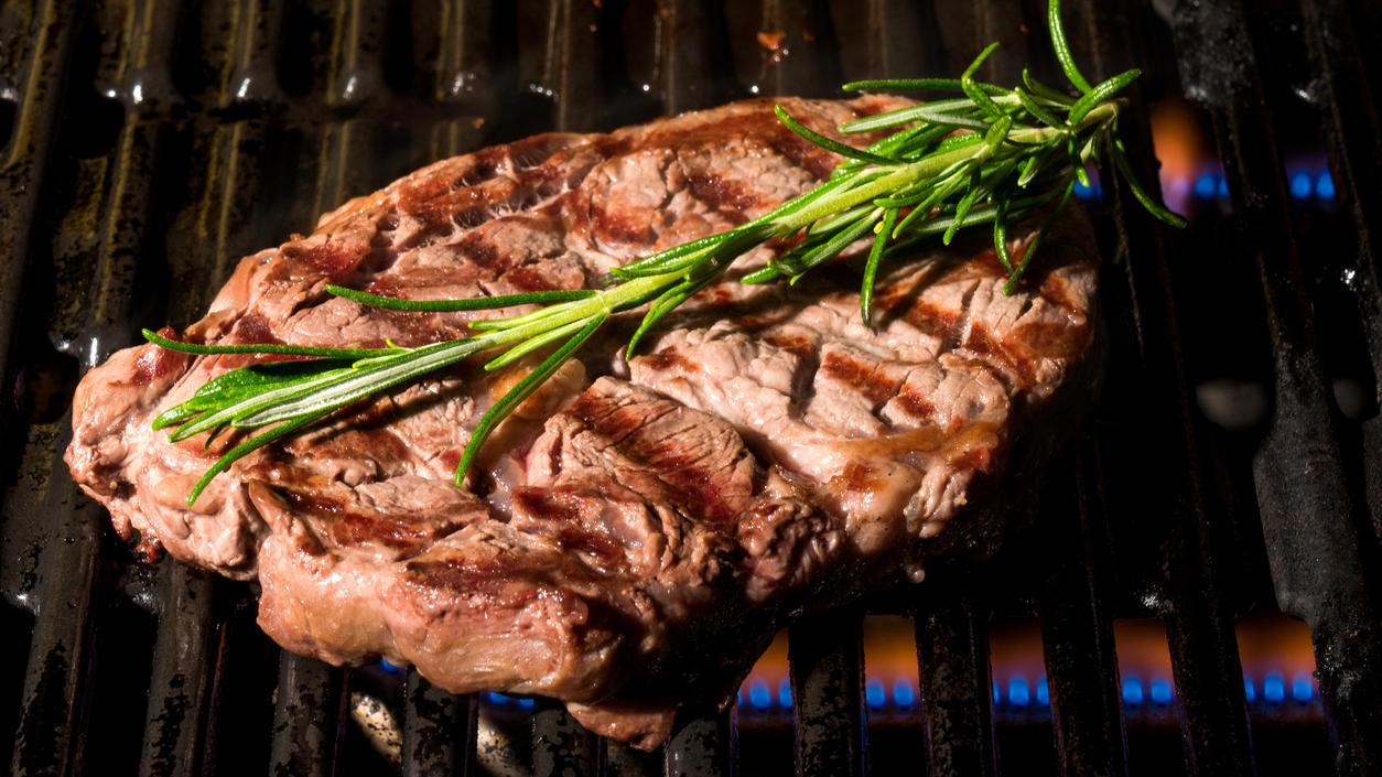 Ribeye-Steak auf dem Gasgrill - das kriegen Sie auch so hin!