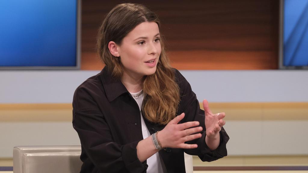 Klimaaktivistin Luisa Neubauer redet in der Sendung Anne Will