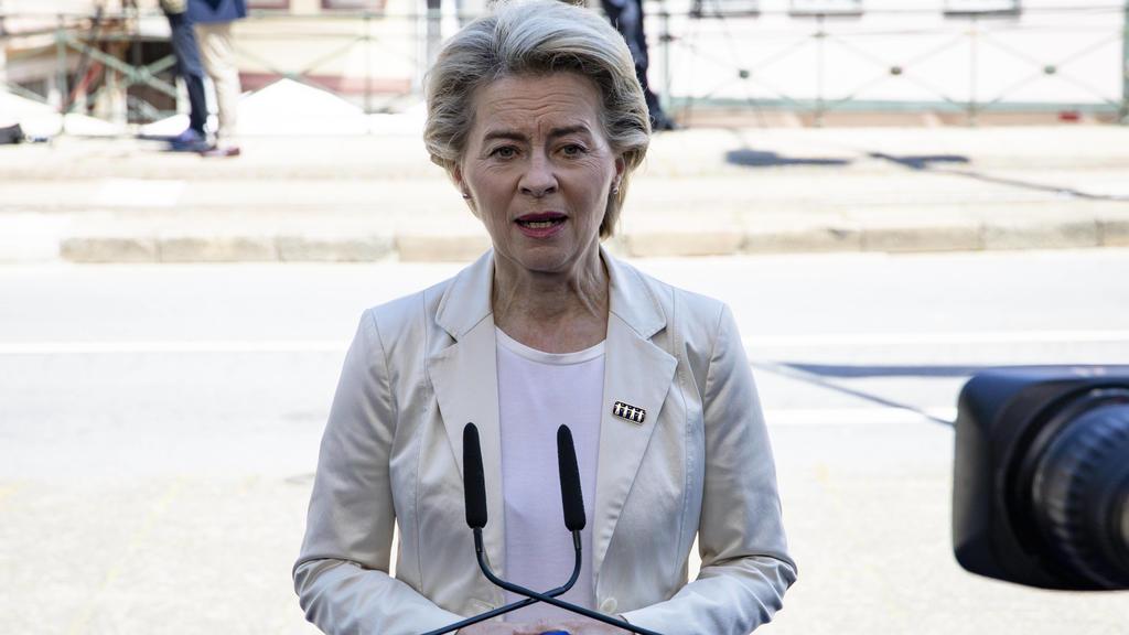 EU-Kommissionspräsidentin Ursula Von der Leyen spricht vor der Presse