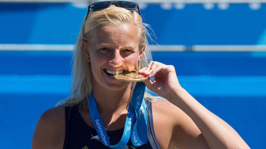 Rhiannan Iffland of Australia celebrates her victory during the awarding ceremony for the Women's 20m High Dive final at the 17th FINA Aquatics World Championships held in Budapest, Hungary on July 29, 2017.
