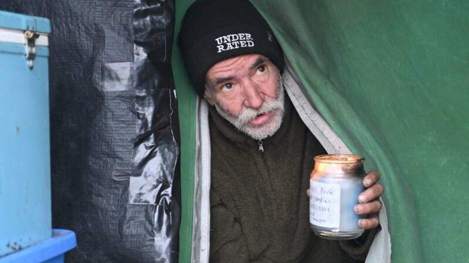 Im Frühjahr 2018 wurde 50 Obdachlosen jeweils eine Pauschale von 7.500 Kanadischen Dollar (rund 5000 Euro) ausgezahlt – mit der Ansage, mit dem Geld machen zu können, was immer sie wollen.