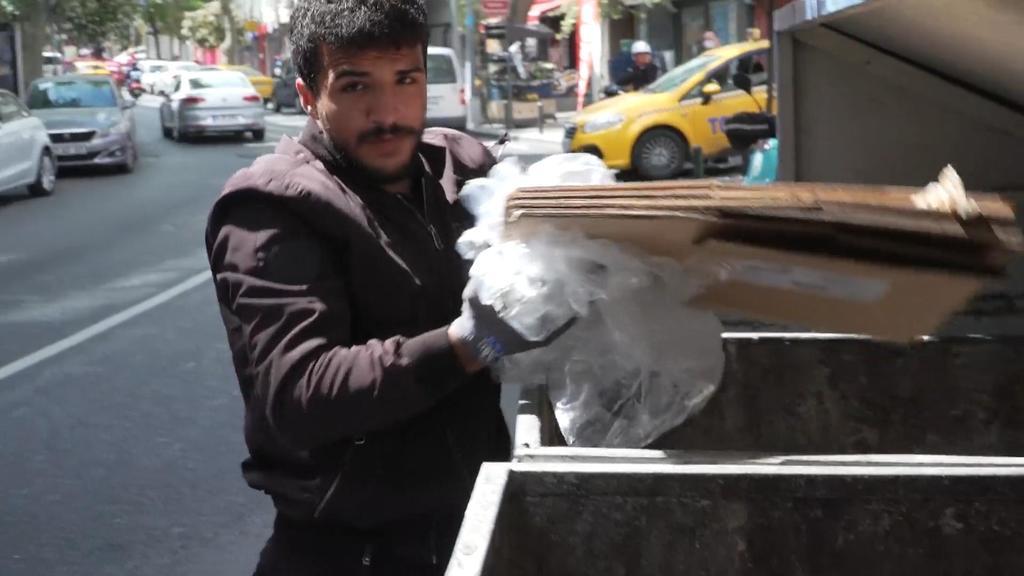 Mustafa Baydar verkauft Müll weiter an Recyklingfirmen.