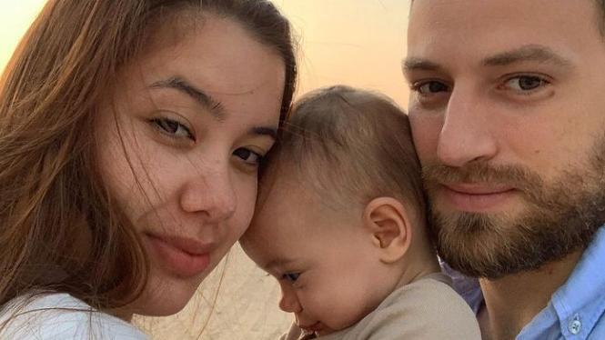 Caroline Crouch und ihre kleine Familie.