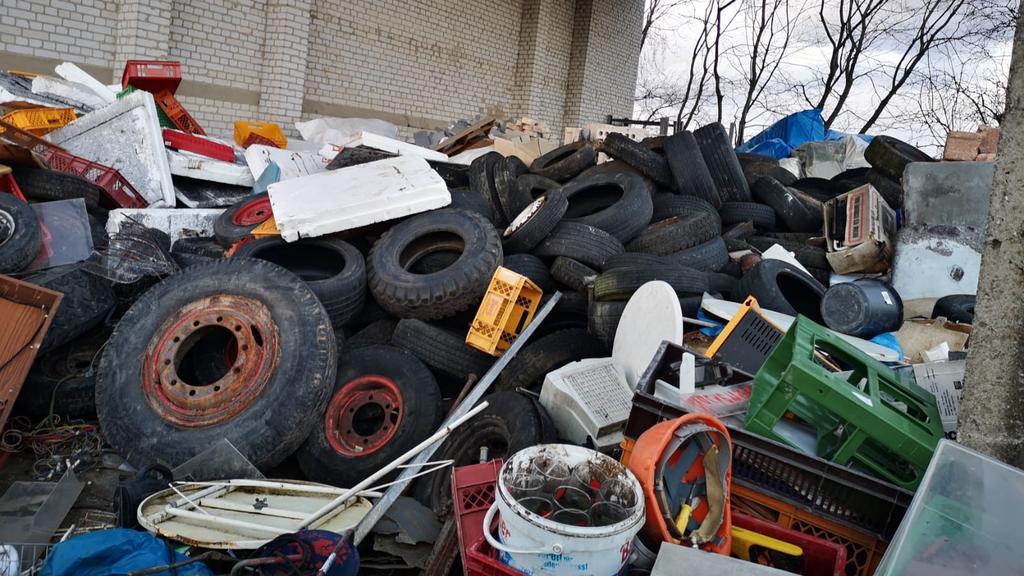 Müll auf dem Grundstück