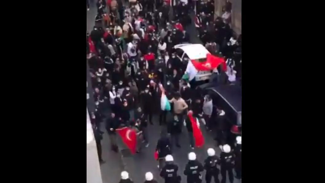 In Gelsenkirchen riefen Demonstranten antisemitische Parolen vor einer Synagoge.