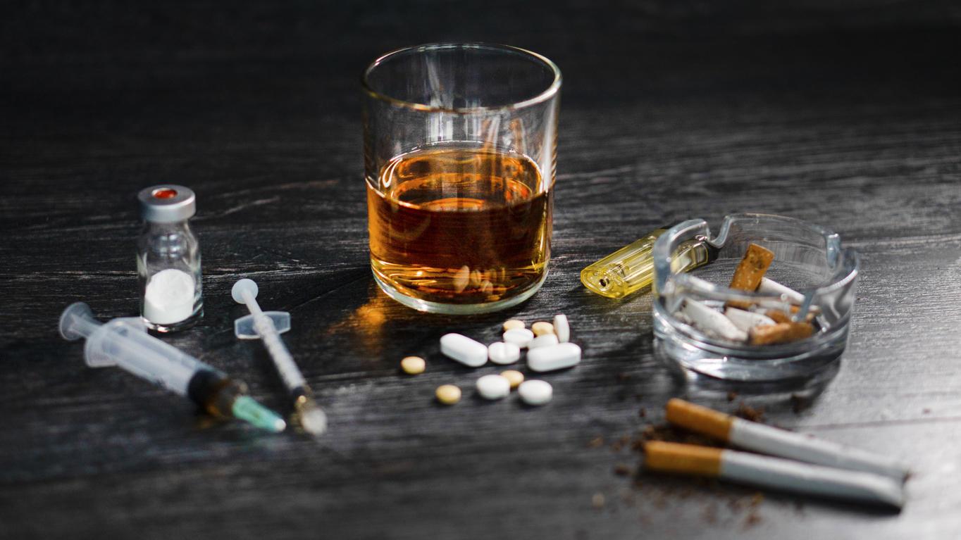 Die gemeinsame Einnahme von Alkohol und Tabletten oder anderen Drogen kann lebensgefährlich sein.
