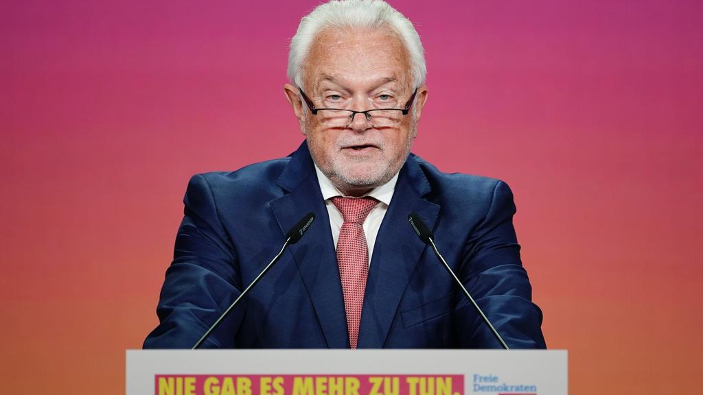 14.05.2021, Berlin: Wolfgang Kubicki, stellvertretender FDP-Parteivorsitzender und Bundesratsvizepräsident spricht zur Eröffnung beim Bundesparteitag der FDP. Der dreitägige Parteitag wird Coronabedingt ohne Delegierte vor Ort in digitaler Form durch